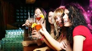 5306-640x360-women-in-club-640